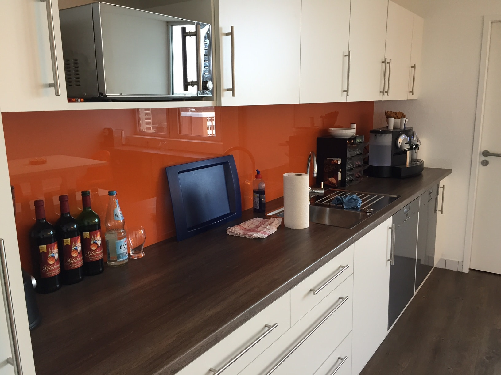 Küchenzeile in weiß, Eichedekor und Glas orange Tischlermeister Philip Späth in Langenfeld