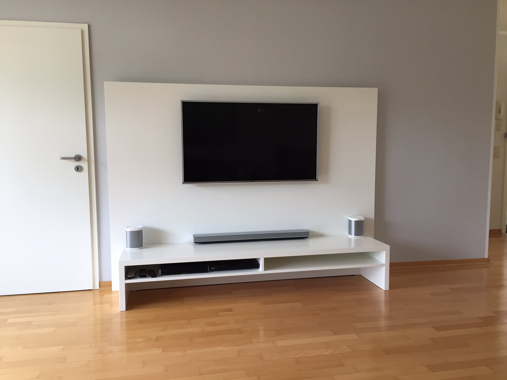 tv paneel mit lowboard tischlermeister philip sp th in langenfeld. Black Bedroom Furniture Sets. Home Design Ideas